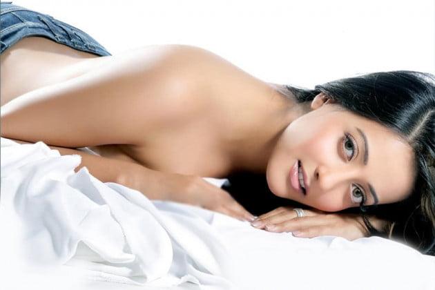 ফের খোলামেলা পোশাকে অভিনেত্রী রাইমা সেন