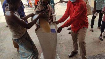 বকশীগঞ্জে সাধুরপাড়ায় কর্মহীনদের মাঝে ভিজিএফের চাল বিতরণ