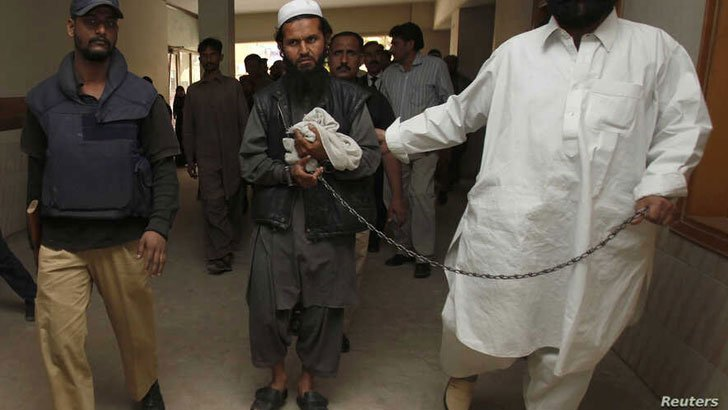 কোমরে ডান্ডাবেড়ি পরানো বারদারই আফগানিস্তানের প্রেসিডেন্ট!