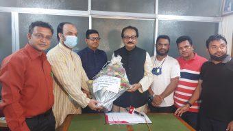 সাংসদ মোছলেম উদ্দিন কে ফুলেল শুভেচ্ছা চট্টগ্রাম প্রবাসী ক্লাবের