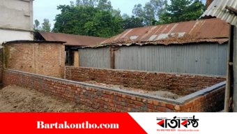 বকশিগঞ্জে বাজারের জমি দখল করে পাকা ঘর নির্মাণ